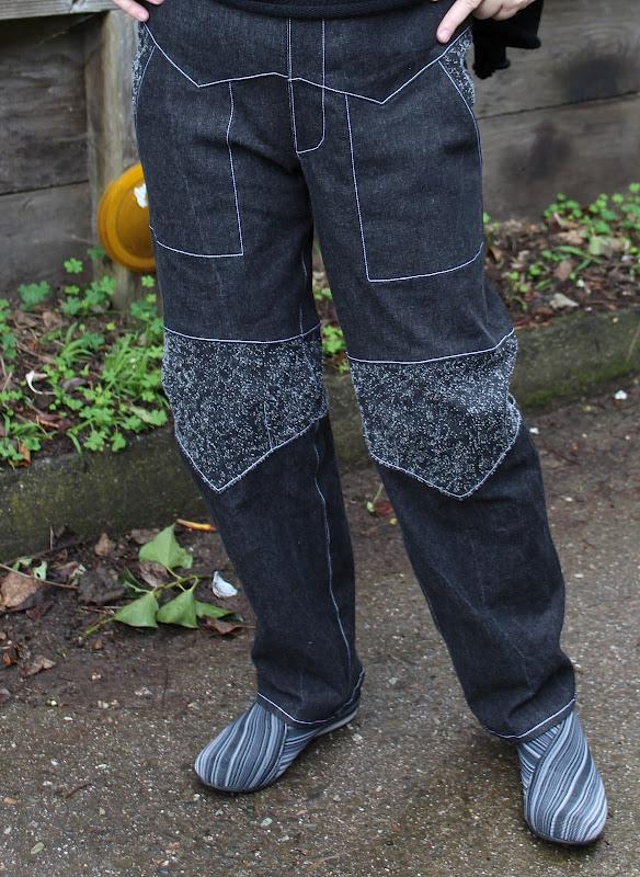 First Prize Winner in PatternReview's 2012 Jeans Contest Wearing Au Bonheur des Petites Mains: 0134152 Pantalon droit avec d�coupes