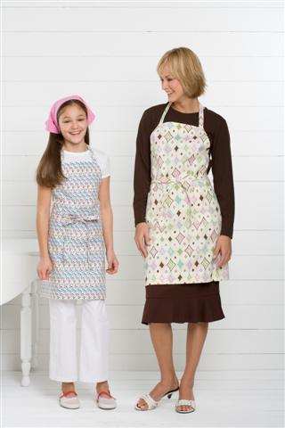 Kwik Sew Adult & Children Aprons & Scarf 3480