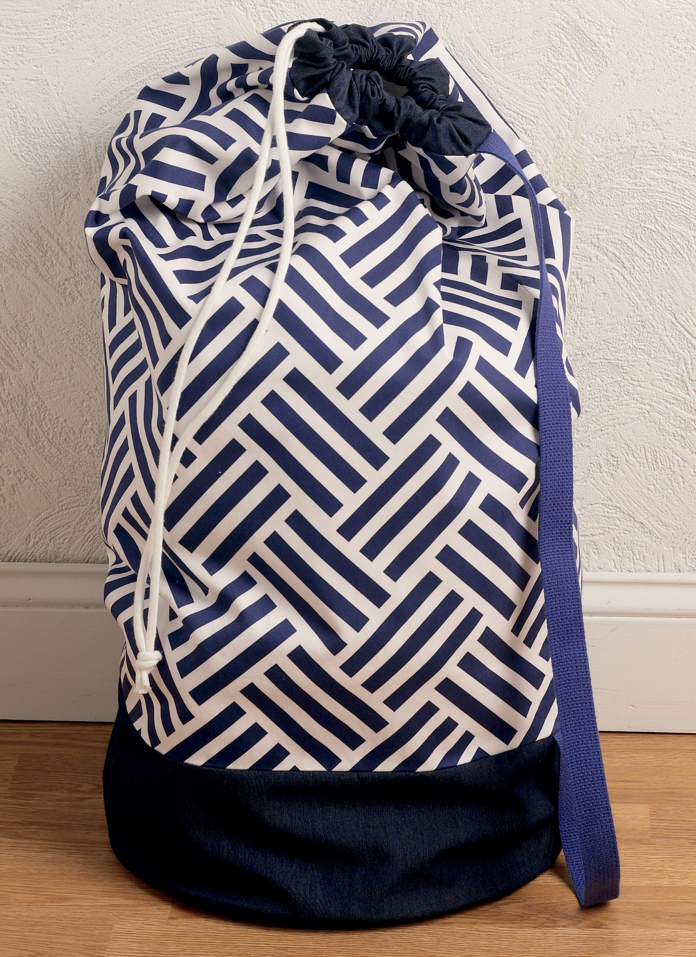 Kwik Sew 4185 Drawstring Laundry Bags in Two Sizes